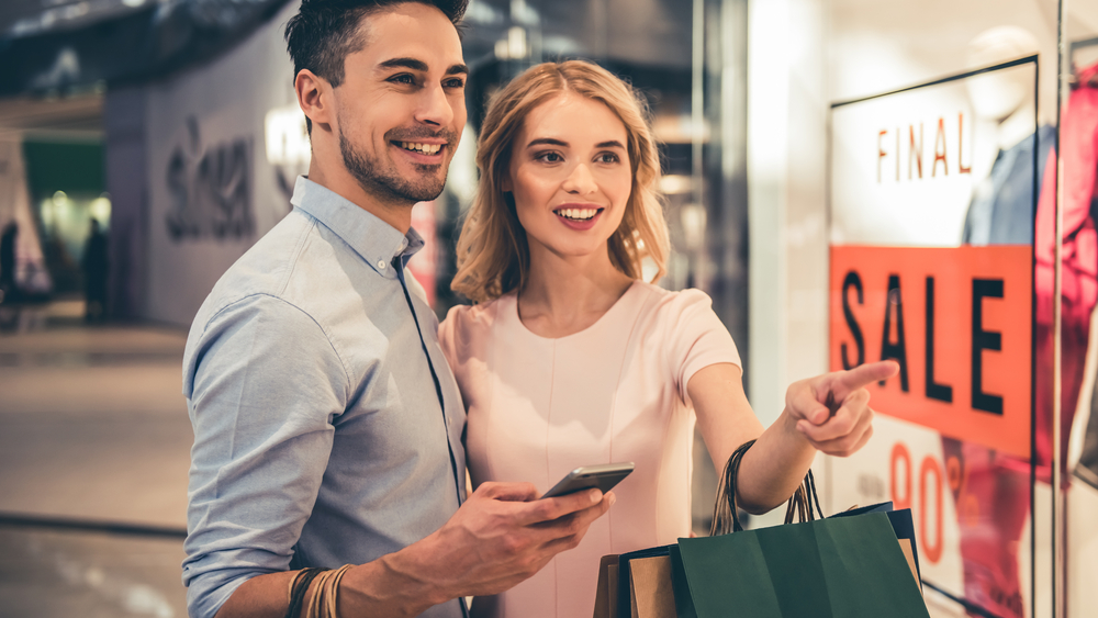Couple shopping with Bluetooth LE